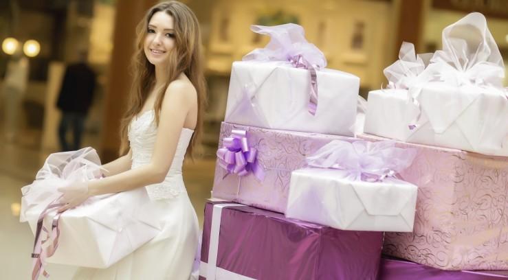 Кому дарит невеста подарки 59