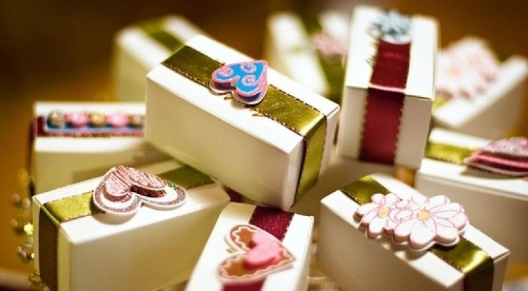 Блоггерам дарят подарки