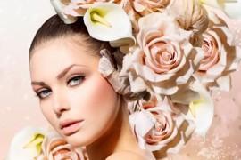 Цветы в прическе - модный тренд сезона!
