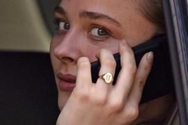 Папарацци запечатлели Хлою Морец с кольцом на «том самом» пальце