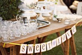 Украшение стола гостей для свадьбы в стиле рустик